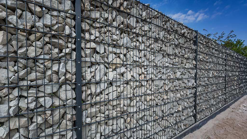Holz, Kunststoff, Stein und Metall